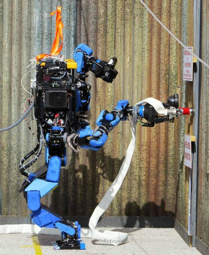 Сборку авиалайнеров доверят роботам