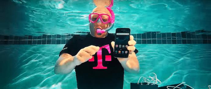 Флагман Galaxy S7 распаковали под водой