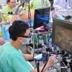 20862 Робот-хирург помещается в теле пациента