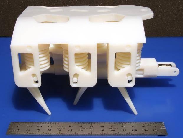 На 3D-принтере напечатали робота с работающей гидравликой