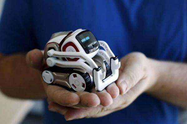 Игрушечного робота Cozmo сможет запрограммировать любой желающий