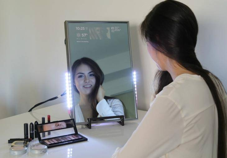 22342 Смарт-зеркало показывает больше, чем просто отражение