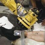 22381 Первый в мире робот-татуировщик