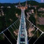 22510 Открыт самый длинный в мире подвесной мост из стекла
