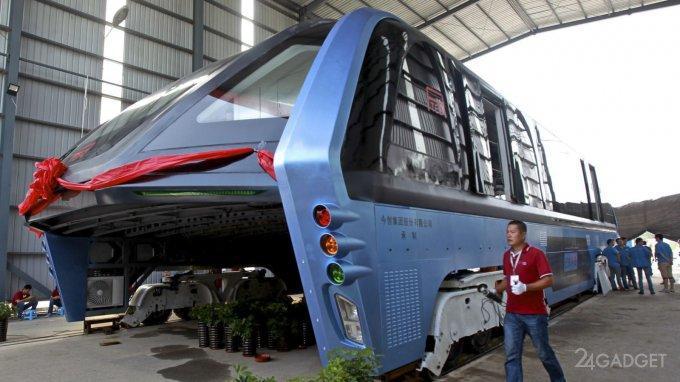 40529 Автобус-тоннель, движущийся над автомобилями, оказался аферой (видео)