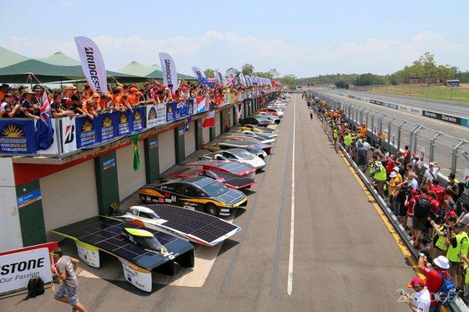42593 В Австралии стартовали гонки машин на солнечных батареях (27 фото + 2 видео)