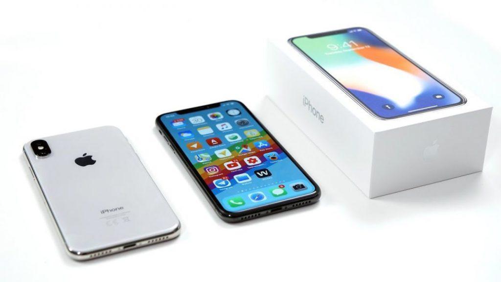 iPhone X подешевел на 20 тысяч рублей