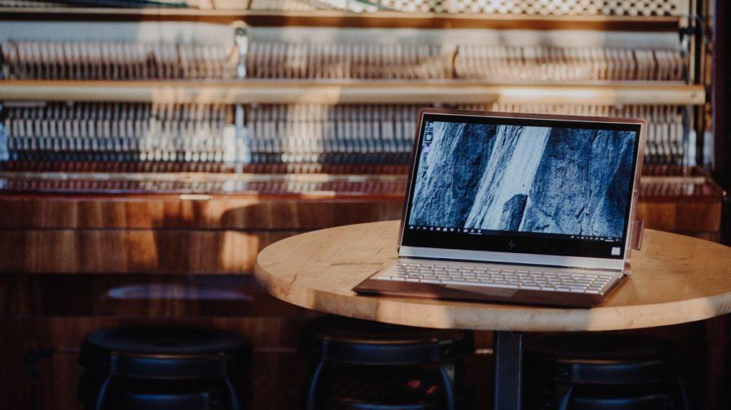 Описание кожаного ноутбука HP Spectre Folio