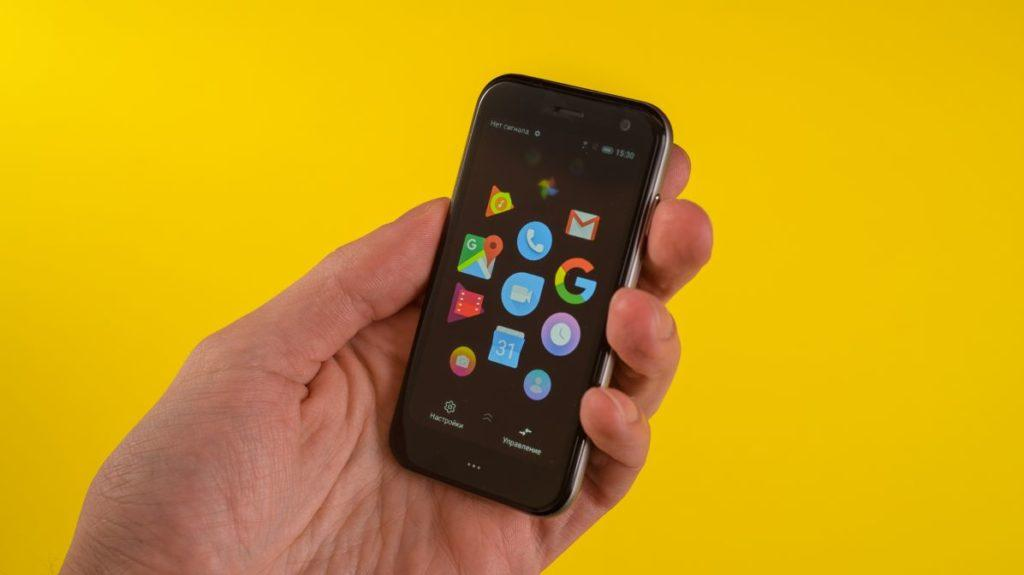 Описание крошечного смартфона Palm Phone
