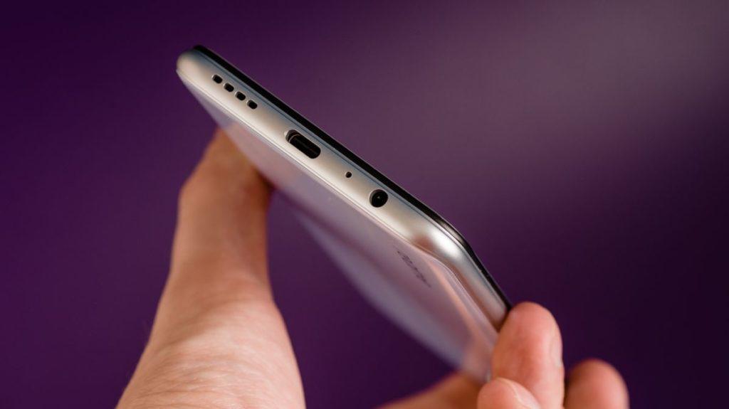 Описание смартфона realme XT