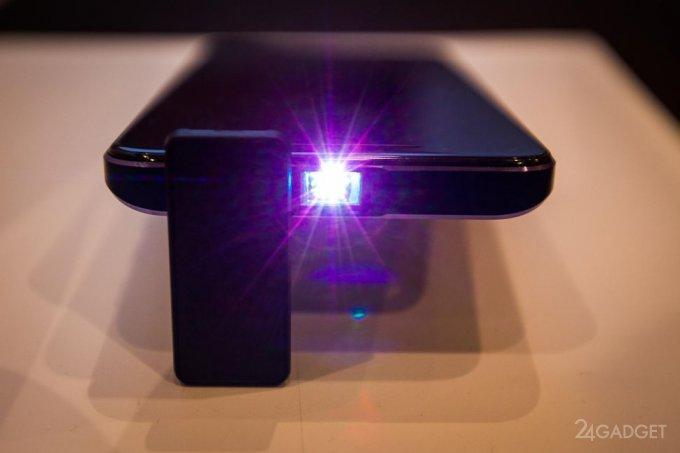 Смартфон Moviphone заменяет 100-дюймовый телевизор (9 фото + видео)
