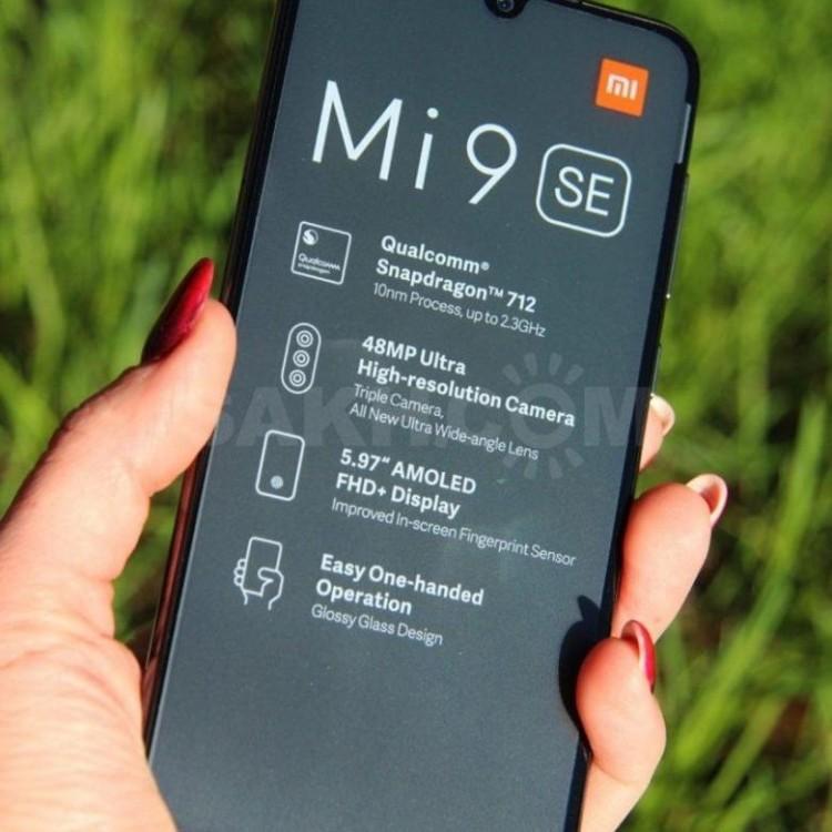 61011 Xiaomi Mi 9 SE получил стабильную версию MIUI 12