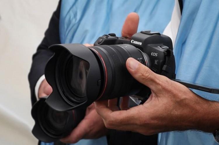 61788 Камере Canon EOS R1 прочат глобальный затвор